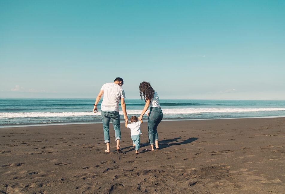 image d'une famille en vacances